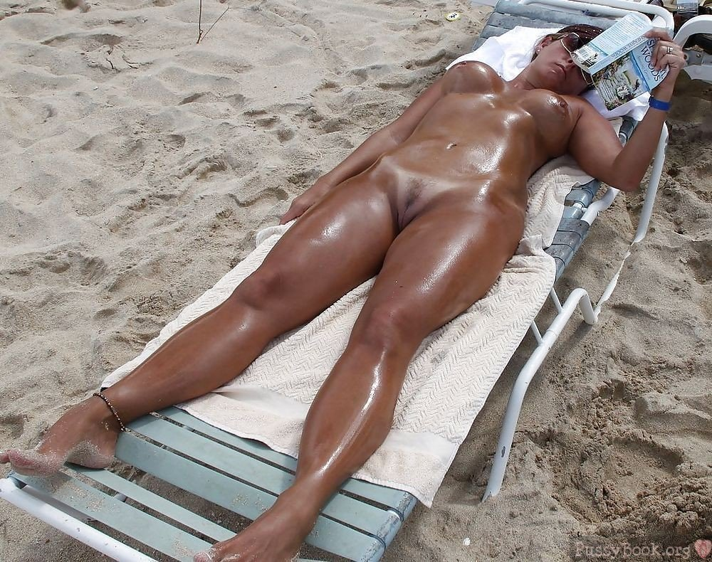 Beautiful Girl Oiled Body Sunbathing While Reading  Pussy -4734