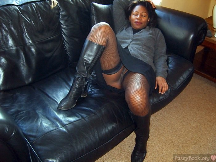 Chubby Dressed Ebony Woman Upskirt On Couch  Pussy -2100