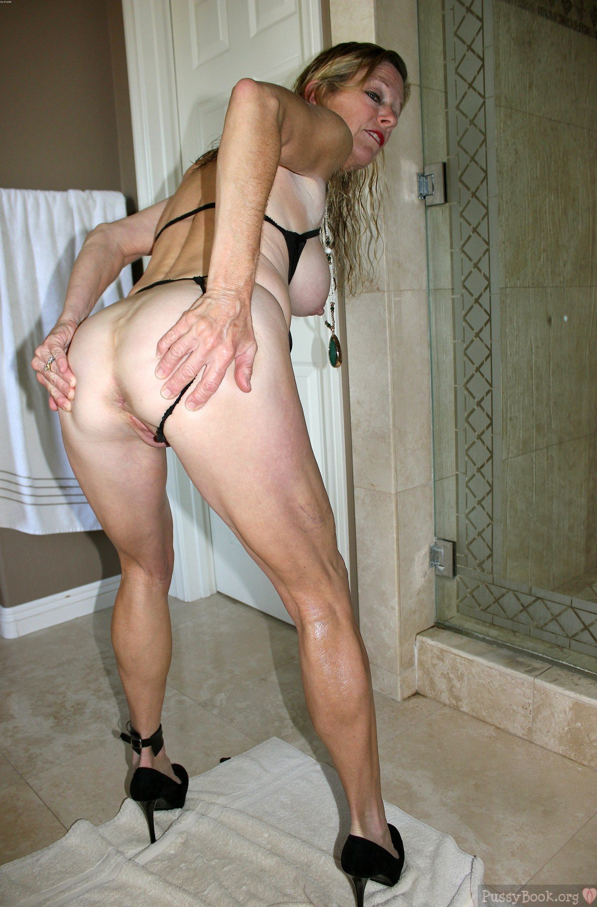 Amateur mature ass