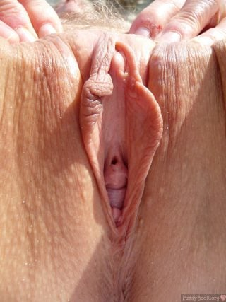 Thick Clitoris Spreading Cunt Labia Hole Up-Close