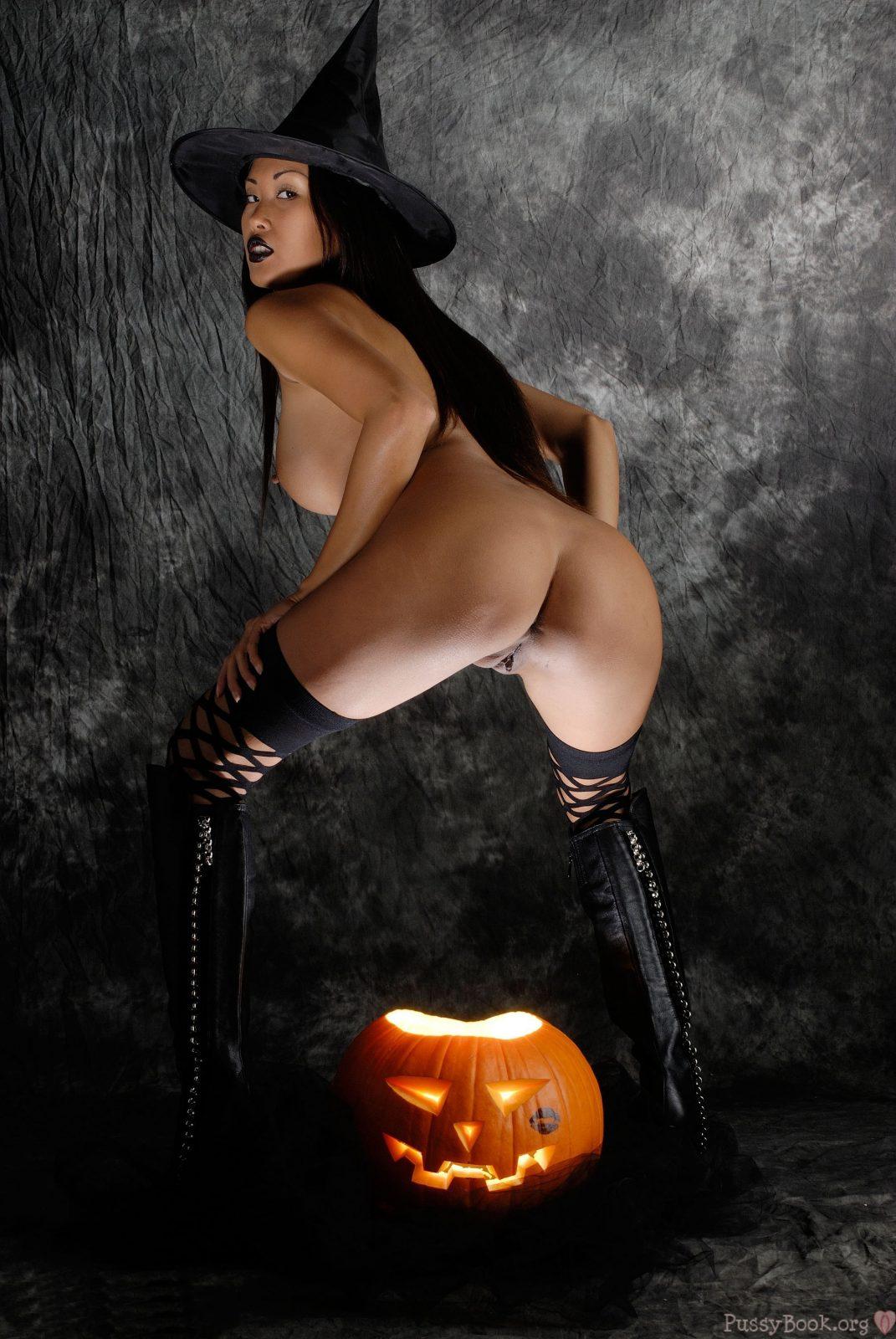 Halloween bodypaint nude brunette