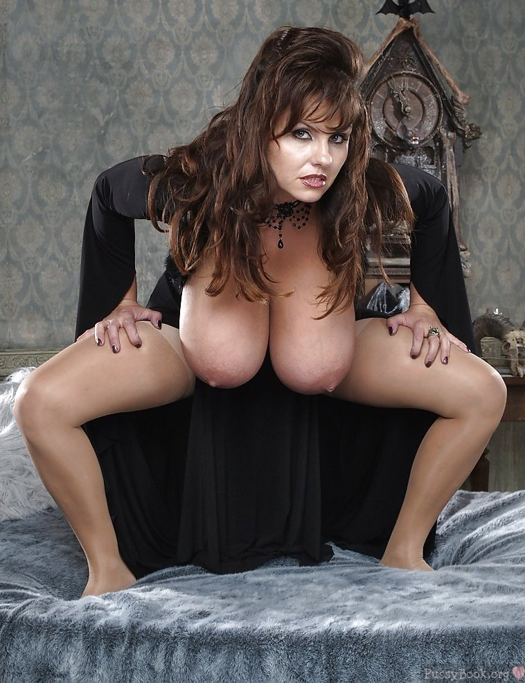 weird-busty-lady-with-huge-hanging-boobs