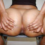 Round Arabian Female Big Buttocks Spreading Asshole