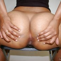 round-arabian-female-big-buttocks-spreading-asshole