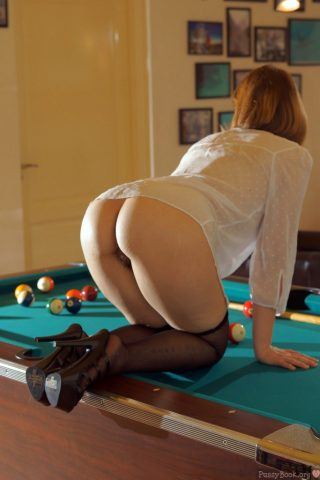 sexy-rear-end-peek-on-pools-table