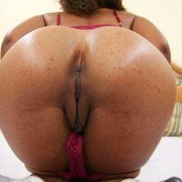 very-large-african-american-booty-big-vulva