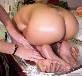 womans-naked-butt-as-turkey-for-thanksgiving