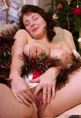 Busty Hot Milf Spreading Tinsel Cunt