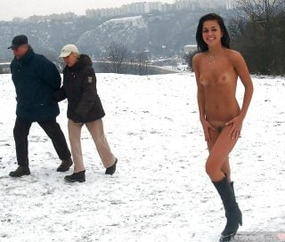 exhibitionist-nude-girl-on-public-snow