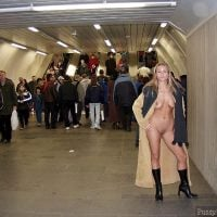 exhibitionist-woman-flashing-naked-body-at-the-subway