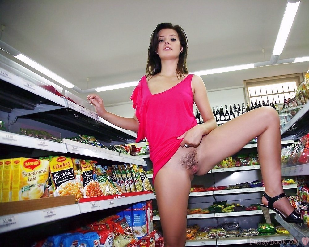 exposing-trimmed-pussy-in-a-store