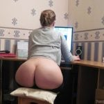 Nice Wife at the PC Exposing Hot Bum