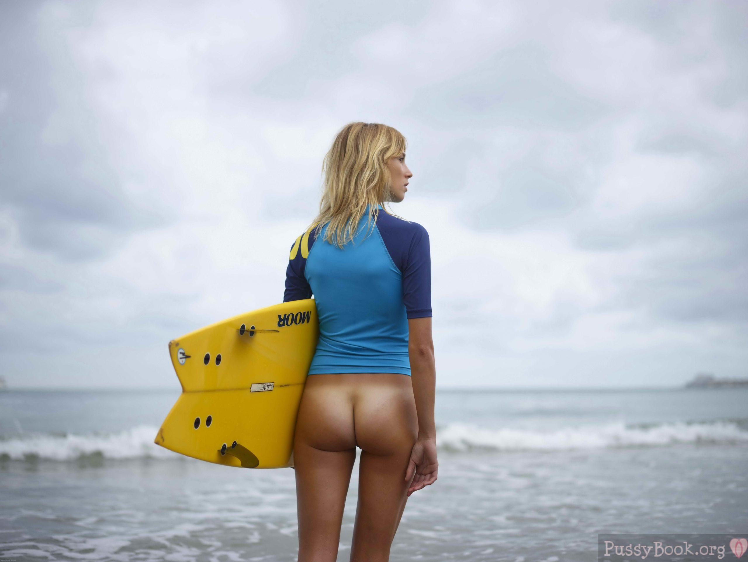 Nude Surfer Girl