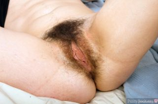 Unshaven-Mature-Muff-Long-Inner-Labia-HD