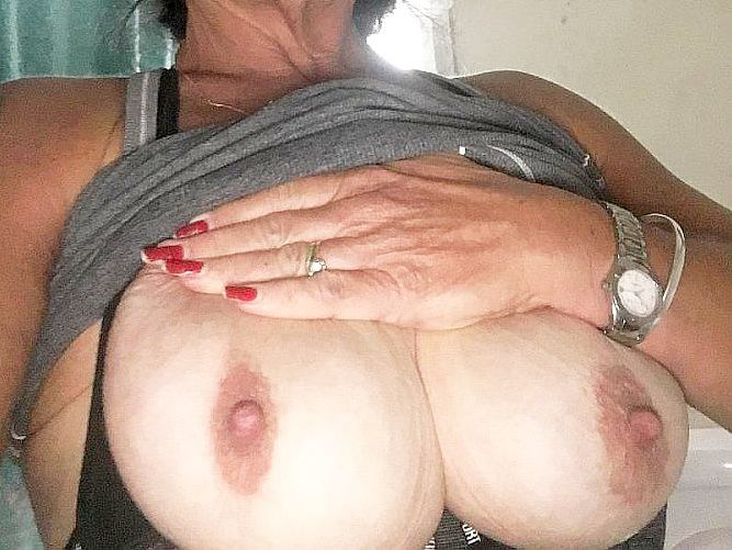 Jacqui - BigTits Big Nipples