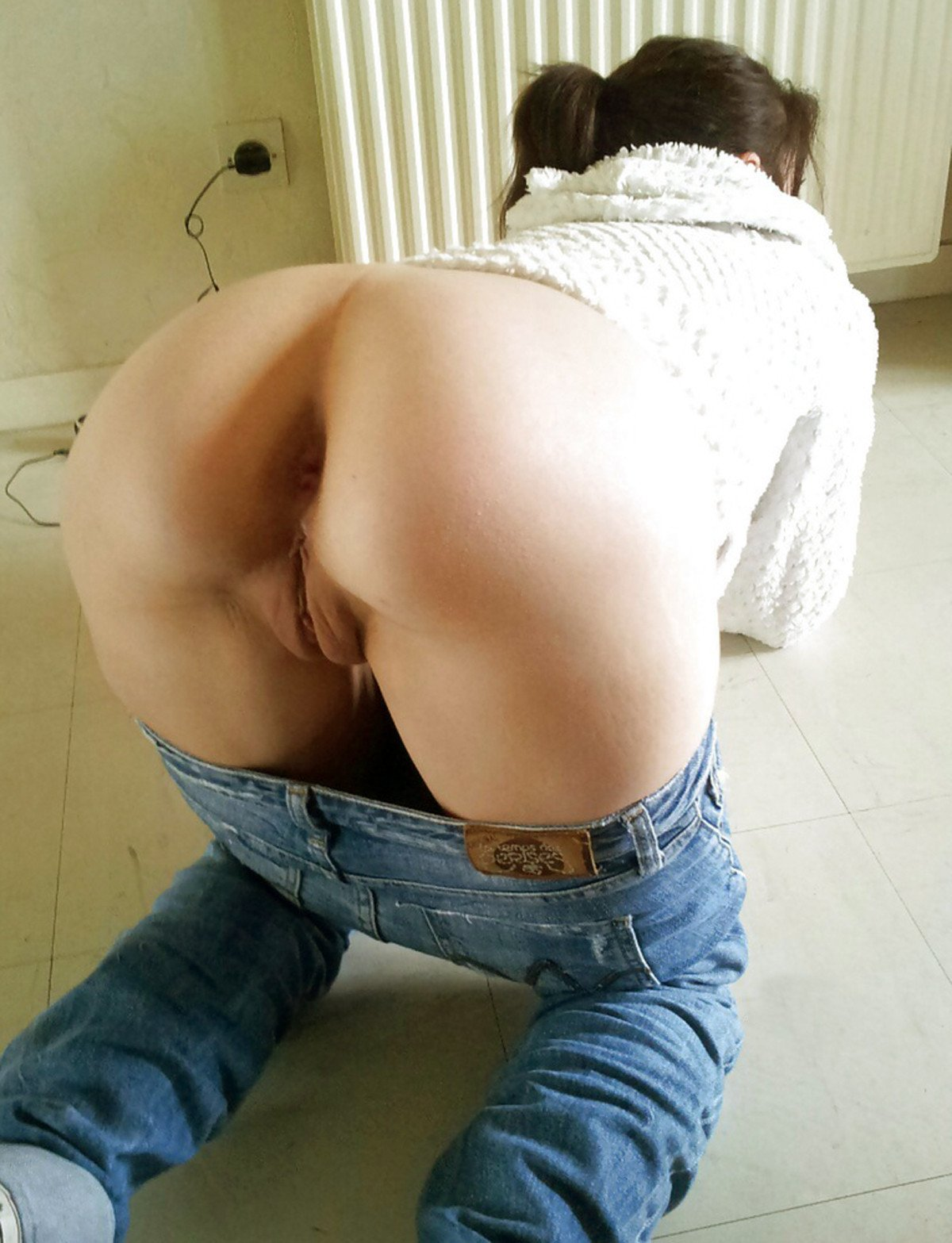 Huge amateur ass in jeans
