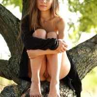 Gorgeous Teen Chick Pussy in a Tree