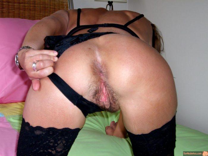 Hot Matured Wife Flashing Ass Crack