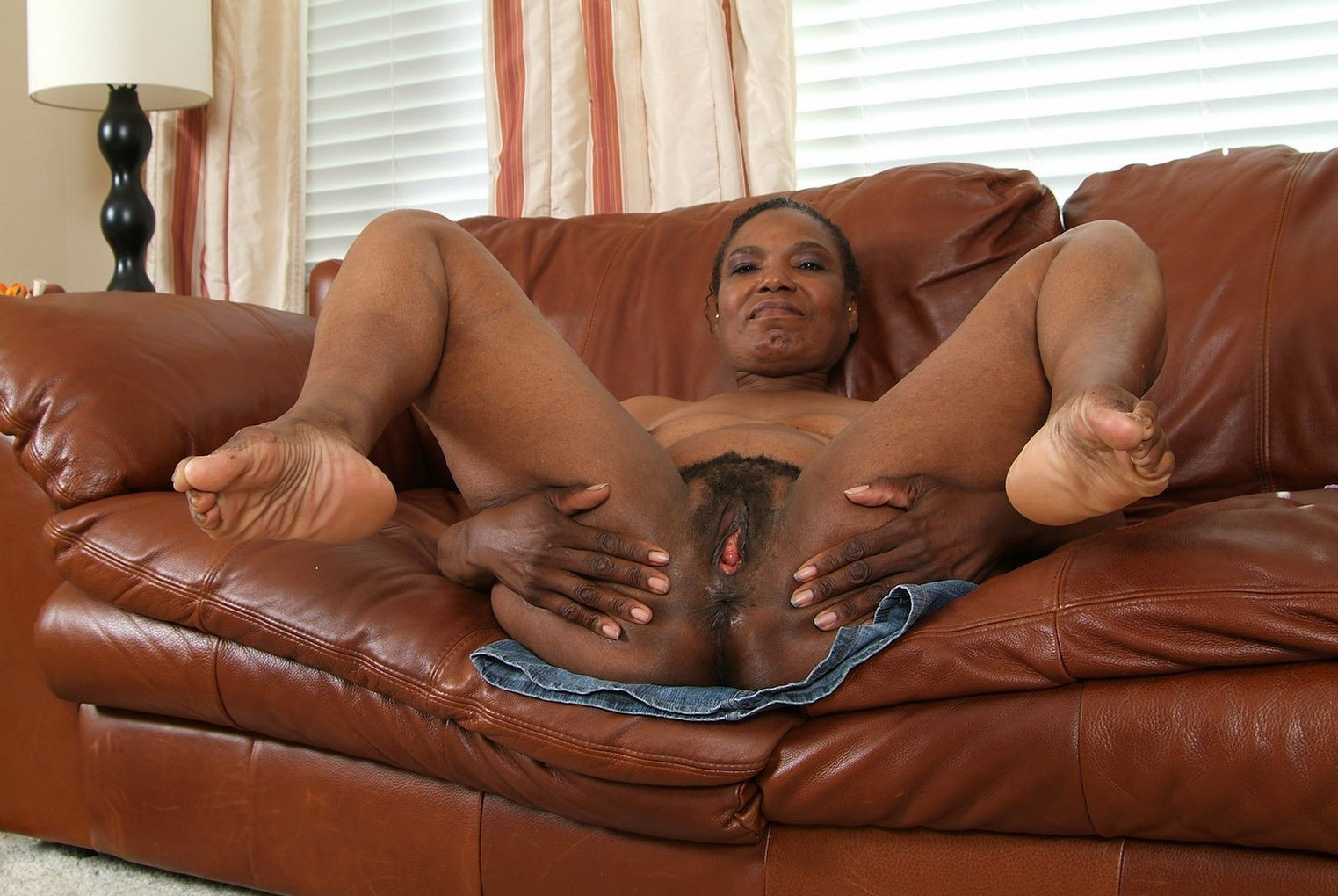 Older Mature Ebony Nude