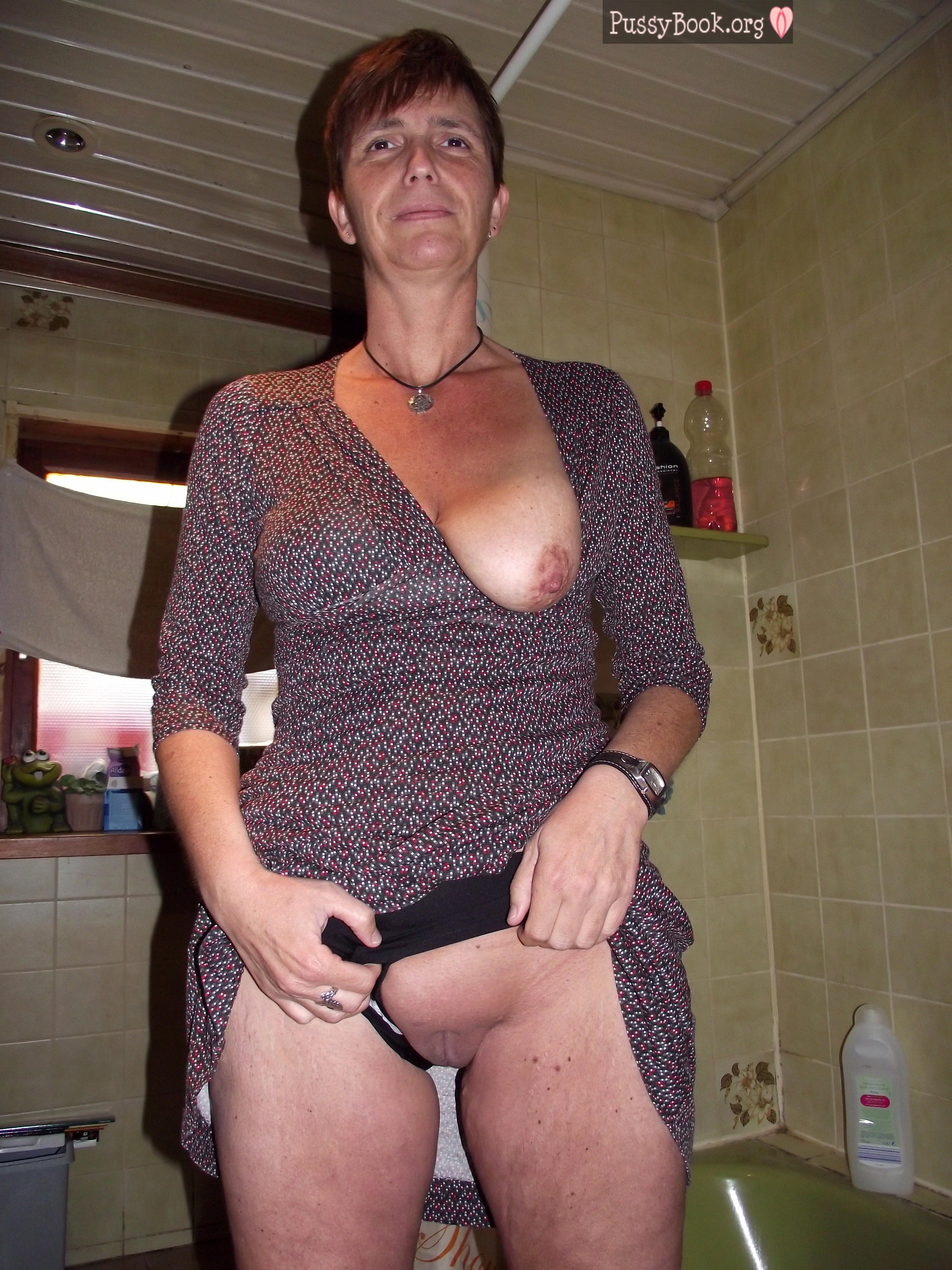 mom flash at job nude