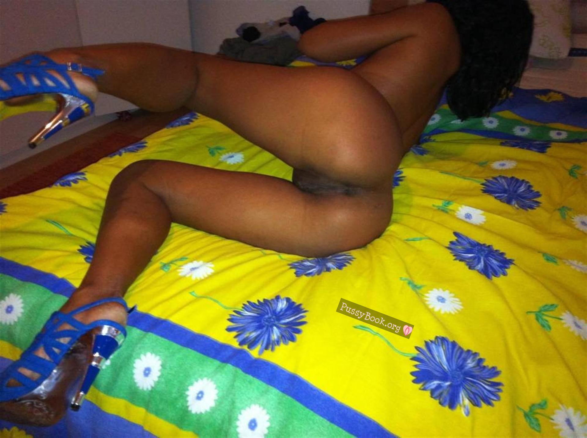 hot half naked girl pic sex