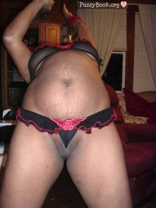 african-woman-panties-between-black-vulva-lips