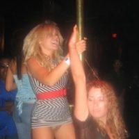 amateur-babes-striptease-public-pussy-upskirt