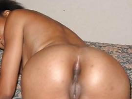 amateur-naked-ebony-girl-butt-shoot