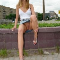 awesome-blonde-girl-urban-upskirt