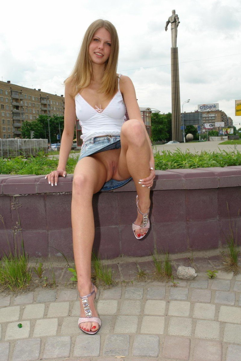 Awesome Blonde Girl Urban Upskirt Nude Girls Pictures-7626