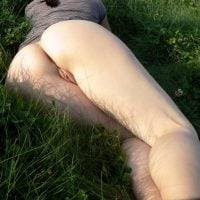bare-white-butt-in-green-grass