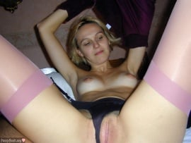 blonde-chick-undressing-in-bed