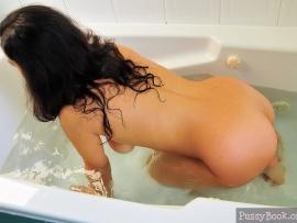 brunette-girl-nude-doggystyle-in-the-bathtub