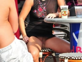 candid-pic-of-public-upskirt