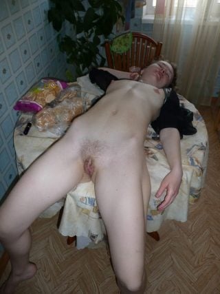 drunk-girl-sleeping-naked