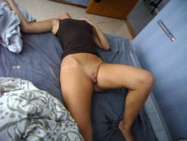 drunk-woman-pussy-in-bed