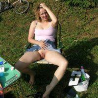 flashing-vagina-at-picnic