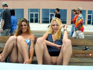 girls-showing-pussies-in-public