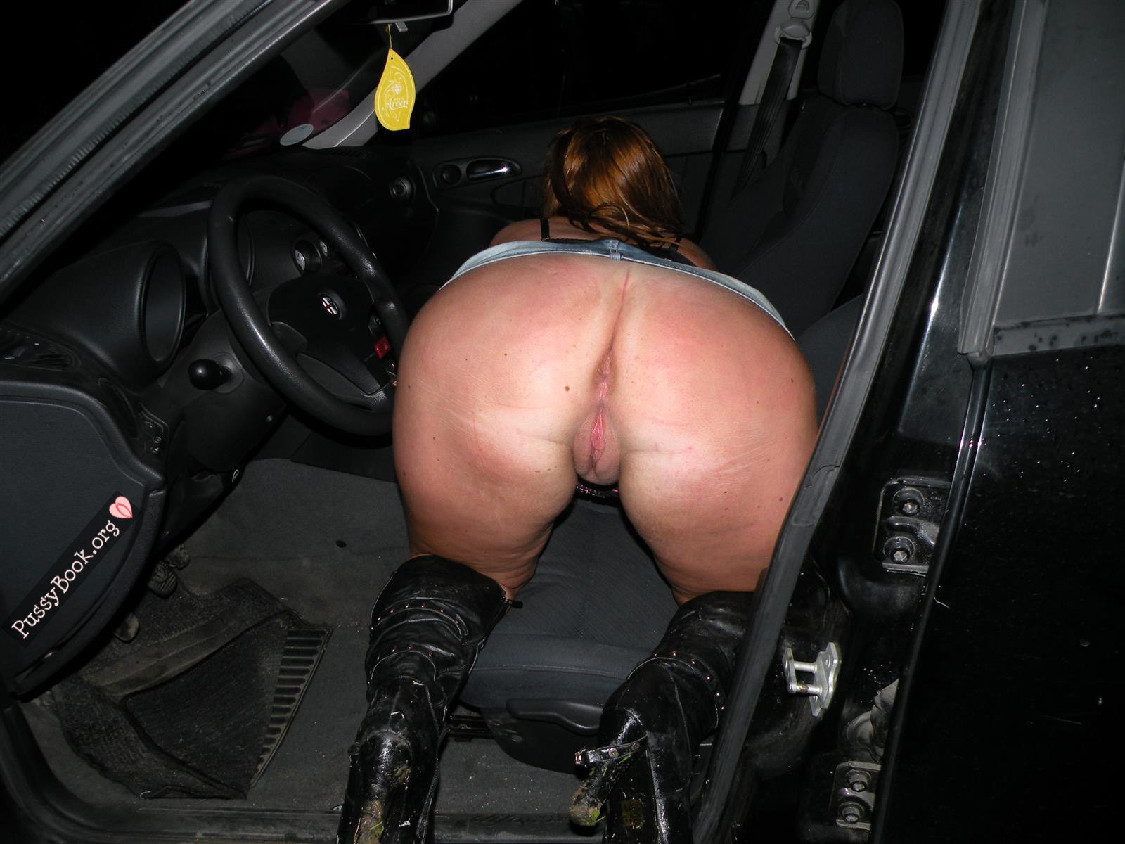 ass pussy in car