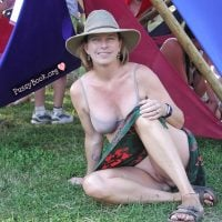 hippie-lady-candid-upskirt-pussy