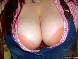 hot-big-breasts-cleavage