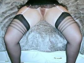 hot-hary-escort-pussy-opens-legs