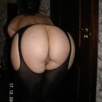 hot-white-wife-booty-bent-over