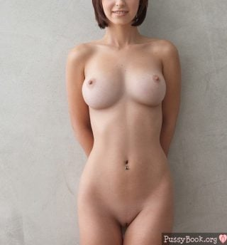 housewife-beautiful-shows-her-naked-body