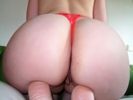 huge-white-booty-squatting