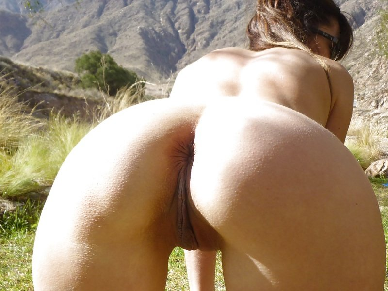 latina-ass-all-fours-on-mountains