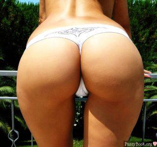 latina-mega-booty