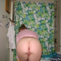 mature-housewife-caught-naked-from-behind