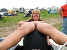 naked-lady-on-camping