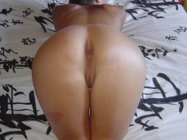 naked-milf-hottie-butt